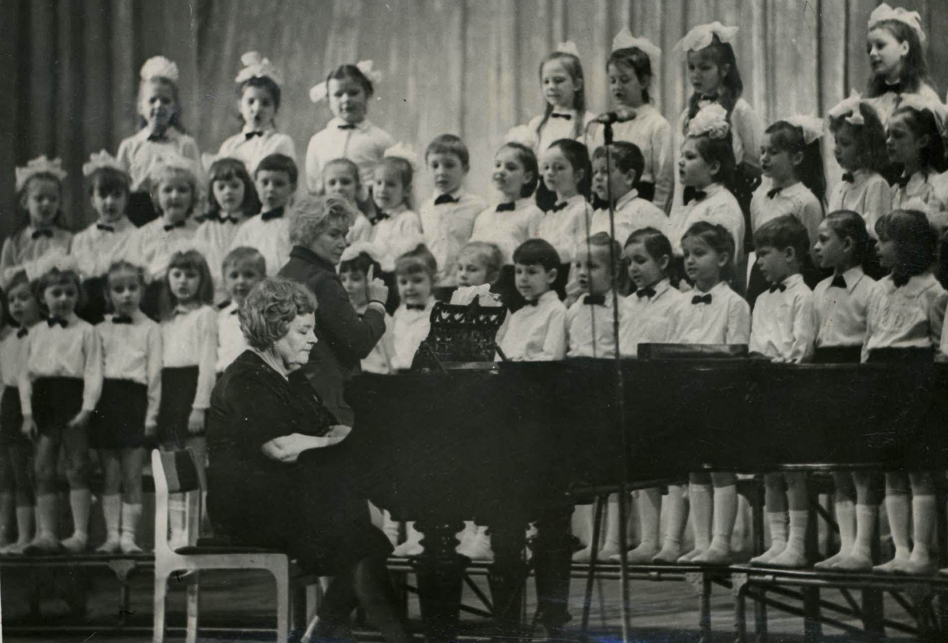 Composer T.Popatenko and Rumanova's chorus 1976