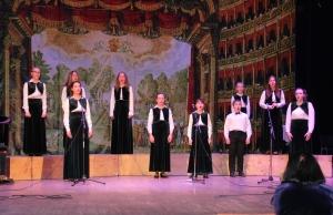 Вокально-хоровой ансамбль - руководитель Л.Н.Глухова, концертмейстер П.В.Аверин